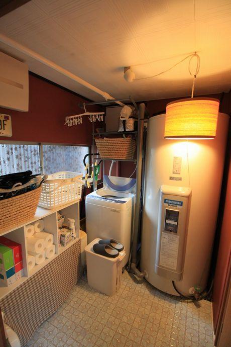 ストックルームには電気温水器を新しく設置。オール電化で節約。