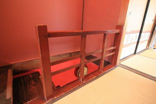 大正時代からの階段欄干。