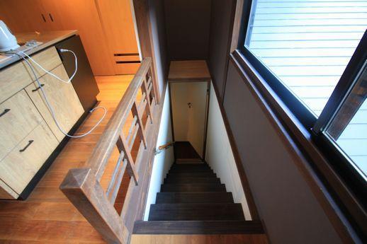 町家奥からの階段。ここから2階へ。