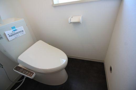 トイレは新ピカです。