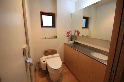 1階トイレはゆったり。