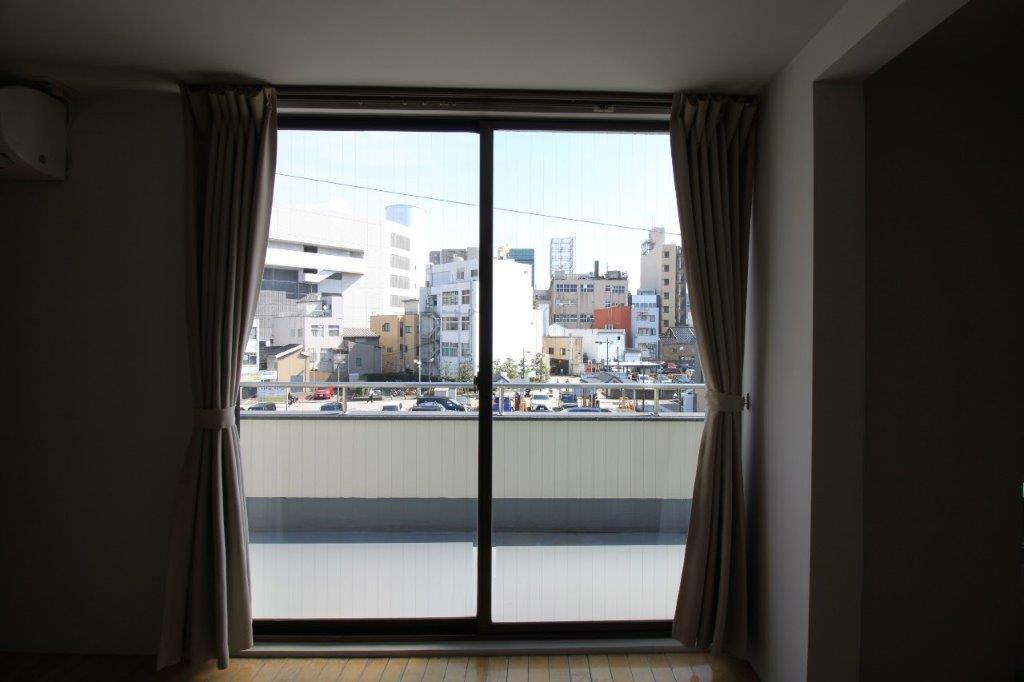 洋室の窓からの眺望