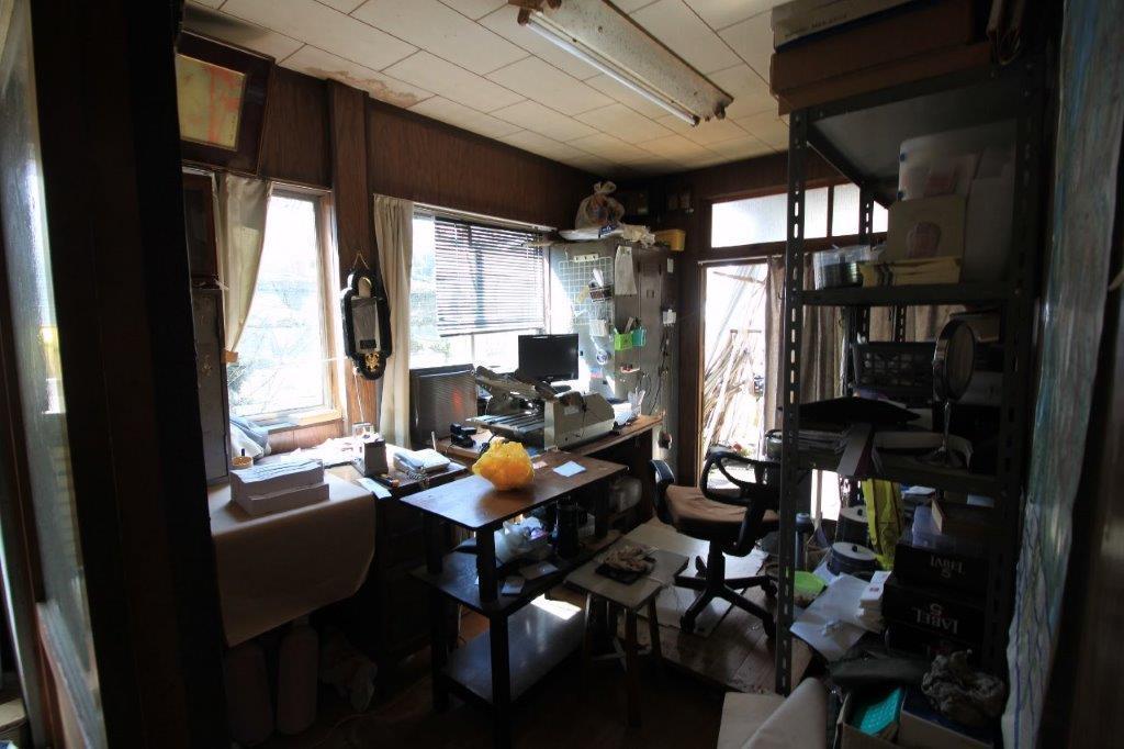 1階の最前列にある事務所。小ぶりなスペースがちょうどよい。