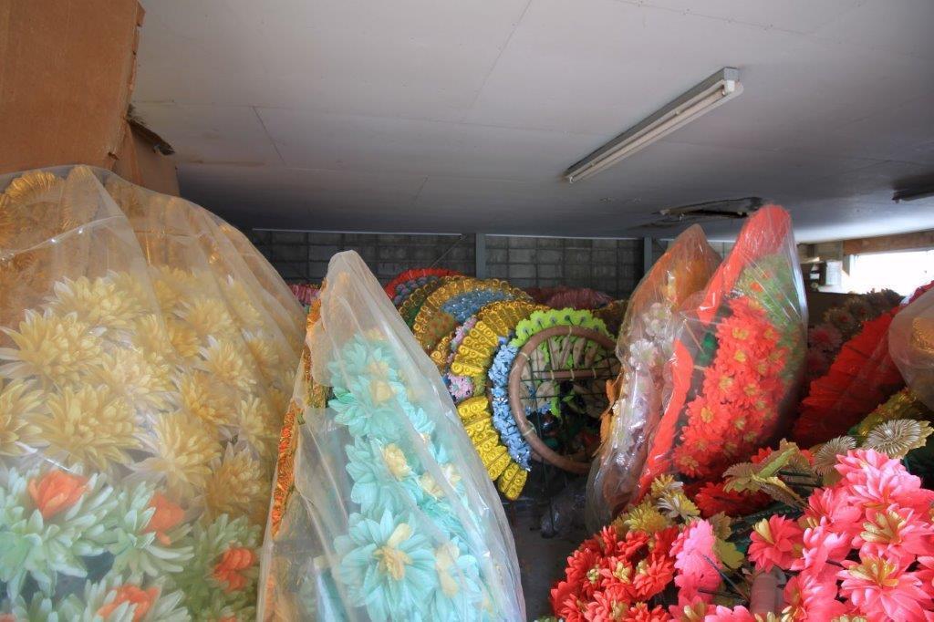 3階の倉庫。いまは花環が大量に保管されてます。