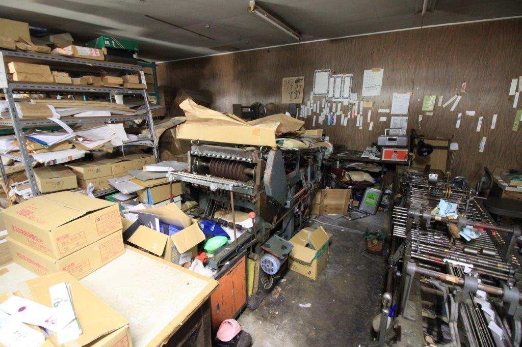年代ものの紙工機械が渋い。今でも現役。