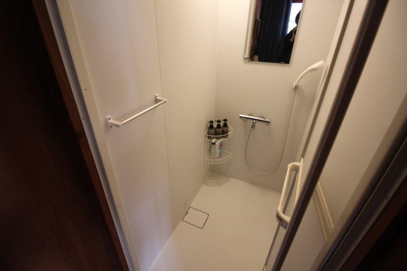 シャワーブース。浴槽はありません。