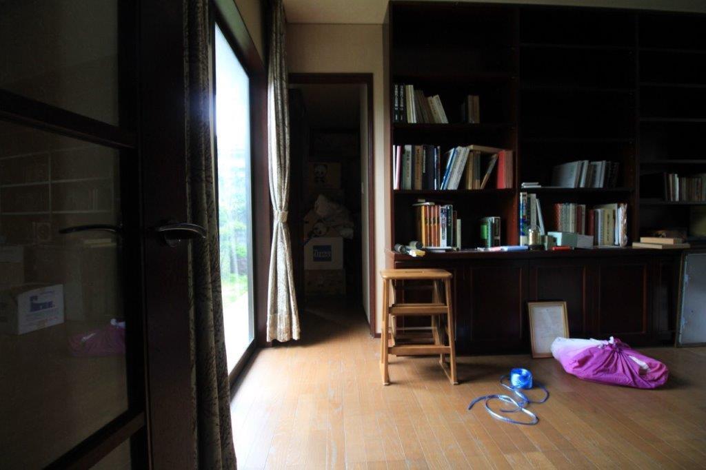 書斎と寝室が一体となったこの優雅な動線は、ほんと憧れる
