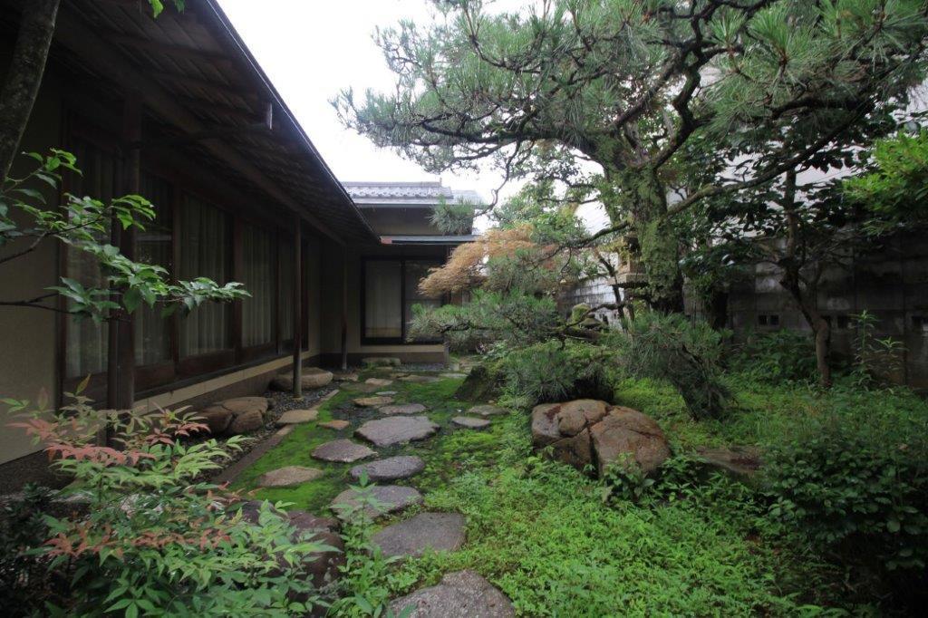 この建物のメインとなる東側庭園