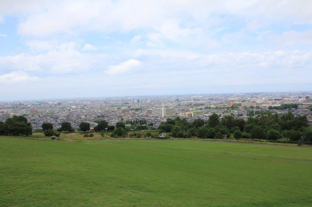 物件から徒歩5分の大乗寺丘陵公園からの眺め