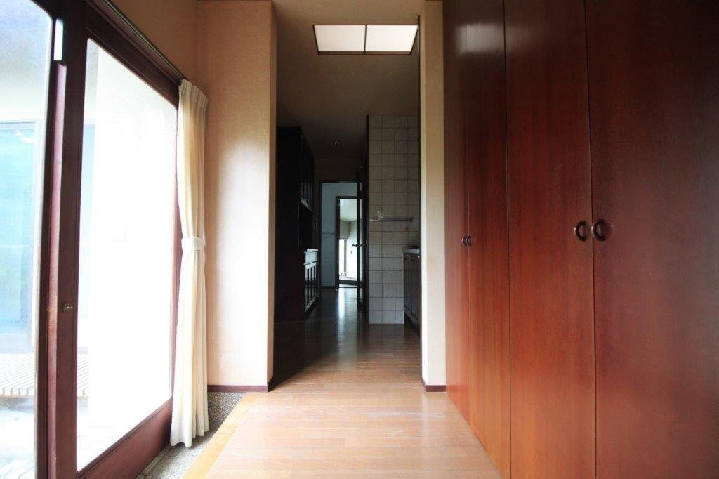 南側平屋へ。こちら側にも玄関があります