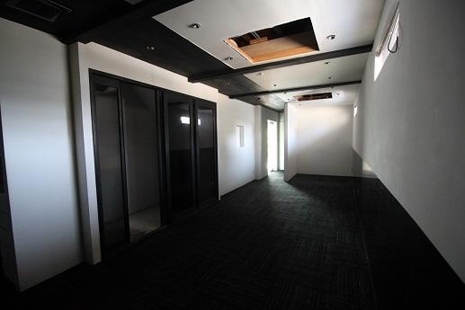1階:店舗/エアコンなどの設備は撤去されておりますが、内装は居抜きの状態