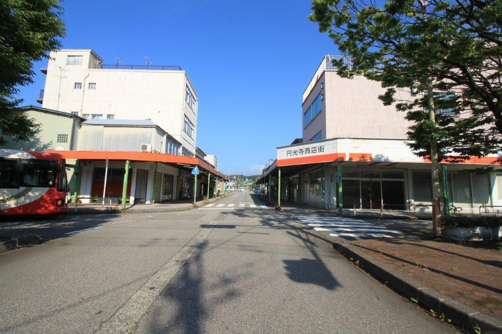 バスロータリーから始まる商店街