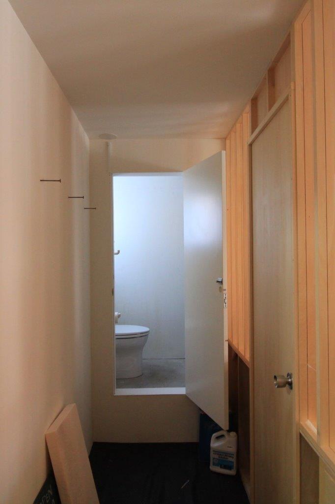 店舗と事務所の間にあるトイレ