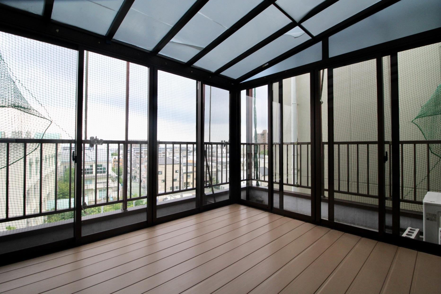 5階には眺望の抜けたサンルーム