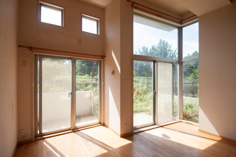 鮮やかな窓辺のある家 (神戸市垂水区海岸通の物件) - 神戸R不動産