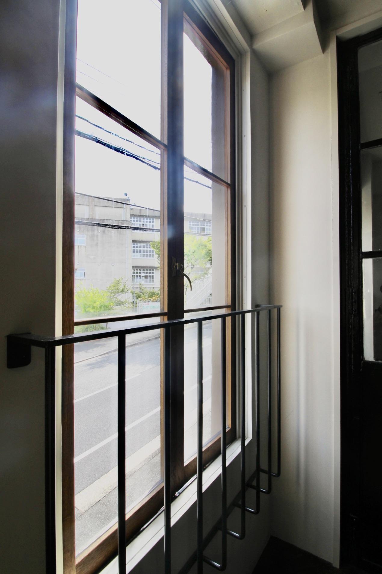 窓は全て木製サッシ