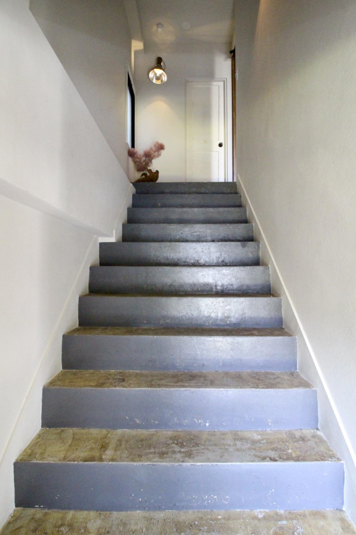 ムキ出しの階段