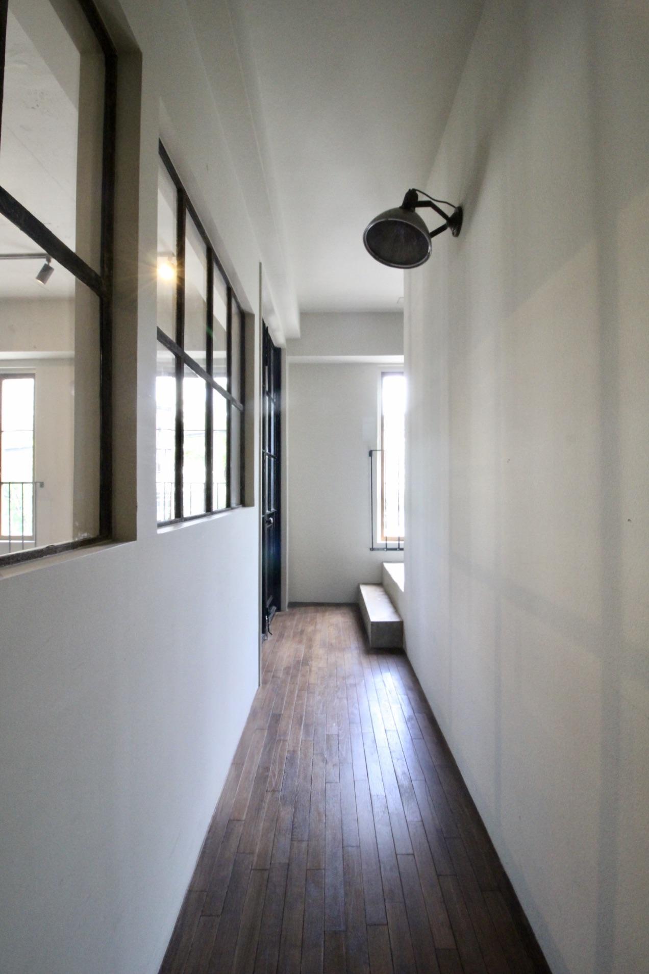 2階から3階へと繋がる廊下
