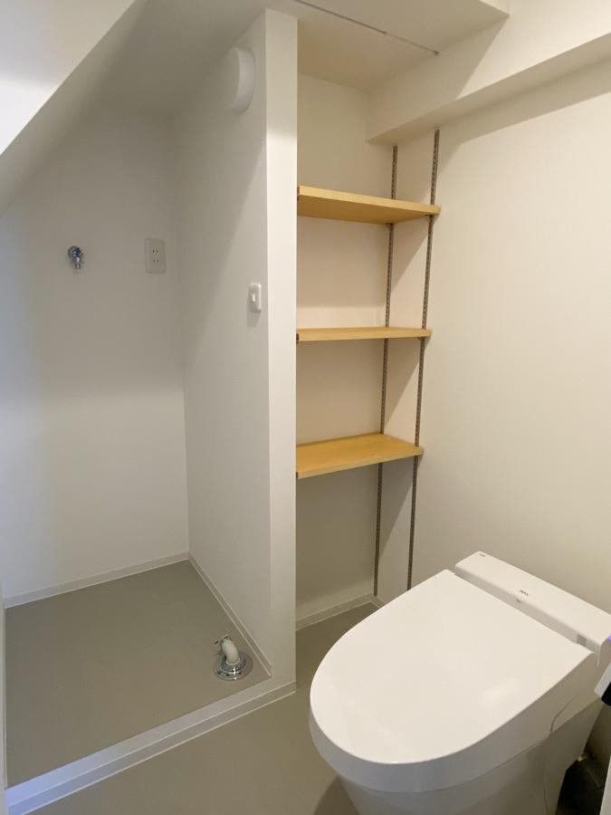 トイレの奥に洗濯機置き場