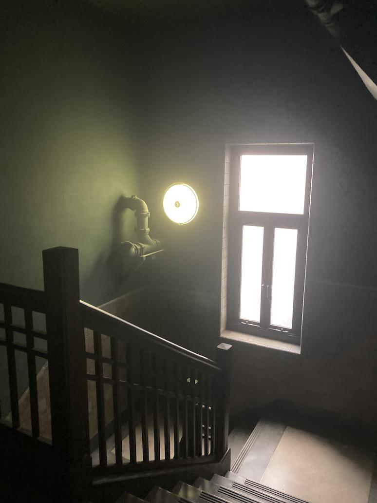 柔らかな光が差し込む階段(2・3階階段)