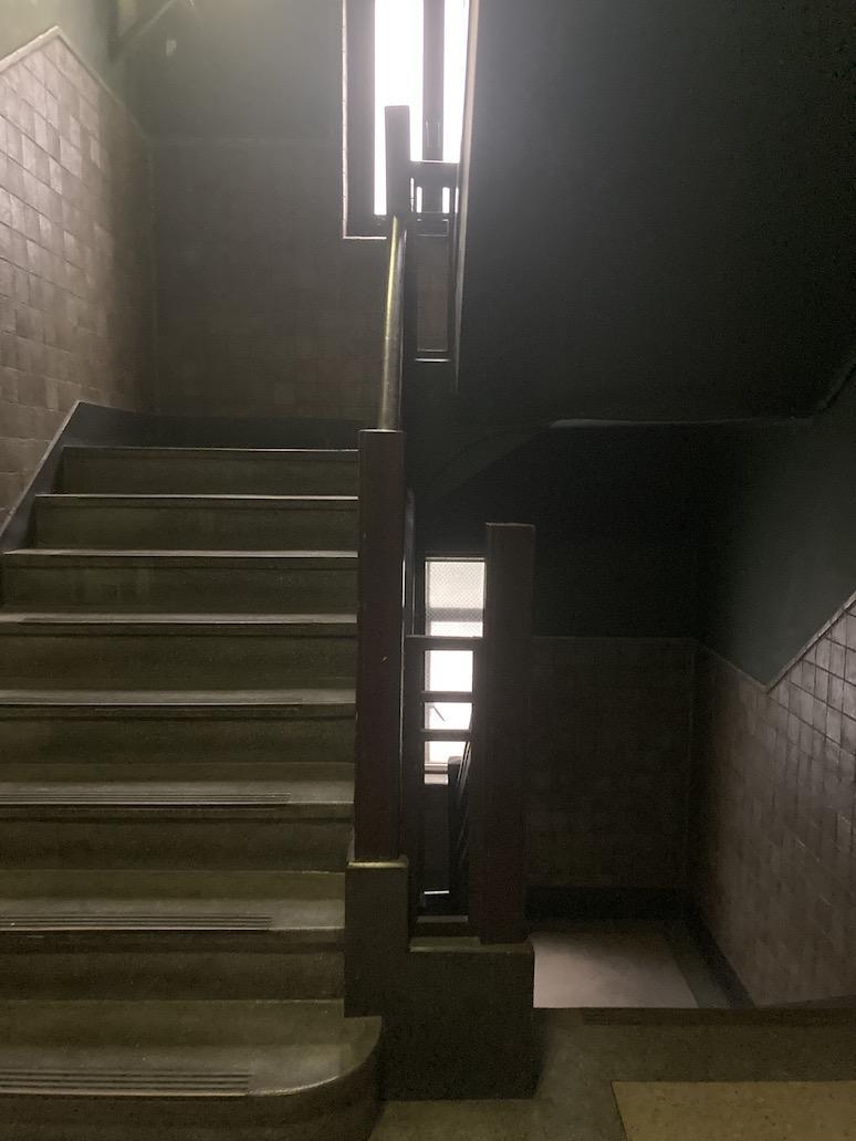 一段目の階段のアールがいい(2・3階階段)