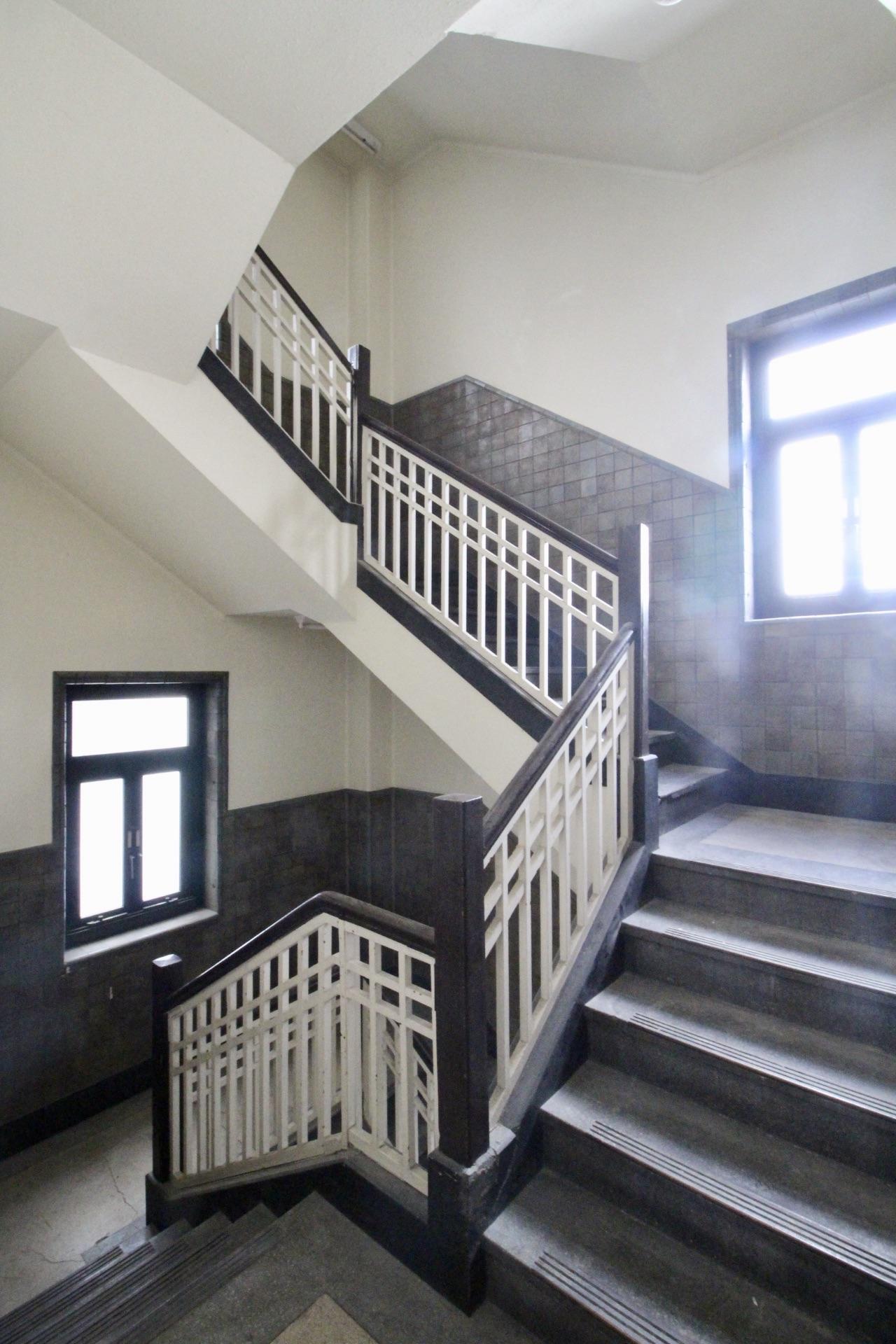 階段(4〜5階)