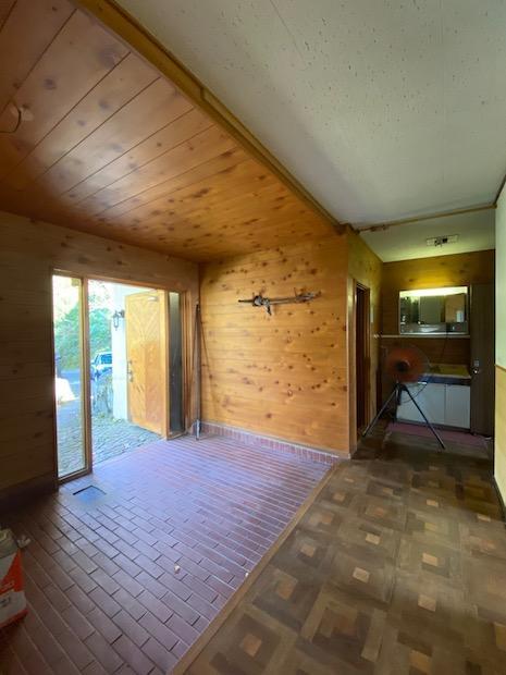 自然素材のコントラストが美しい玄関ホール