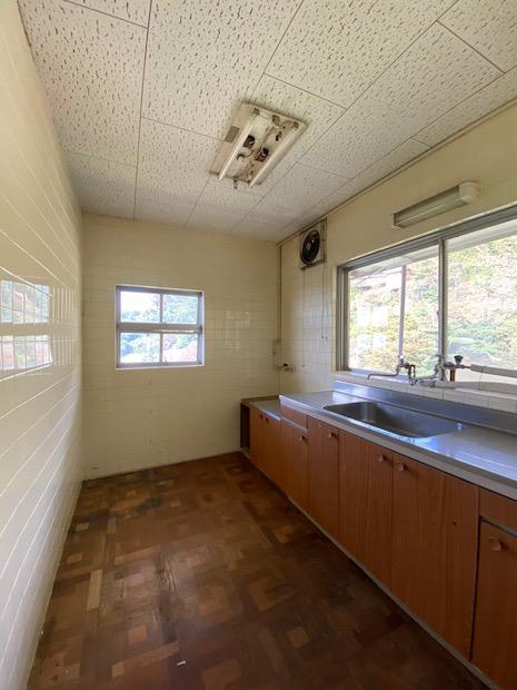 3階キッチン。料理しながら山並みを眺める。
