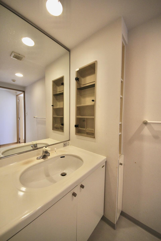 洗面脱衣室は広めでゆったりと