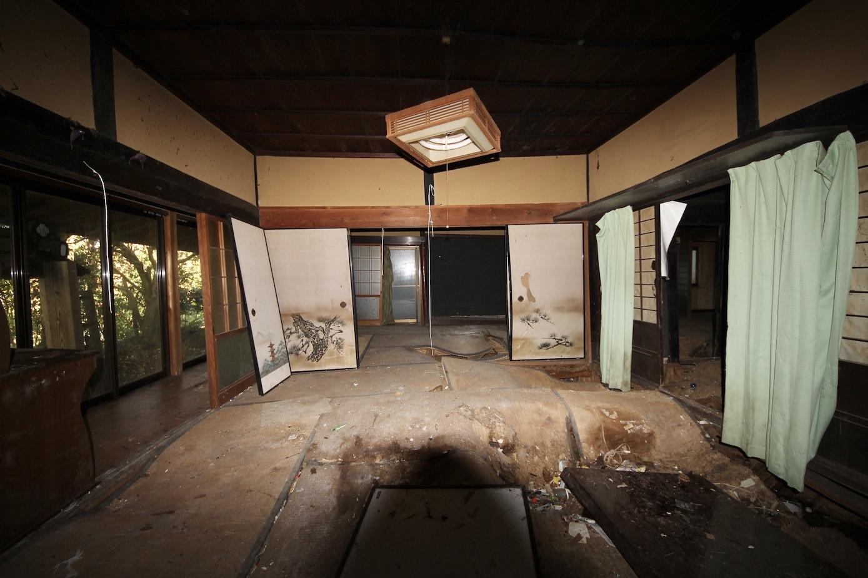 和室 床が抜けています