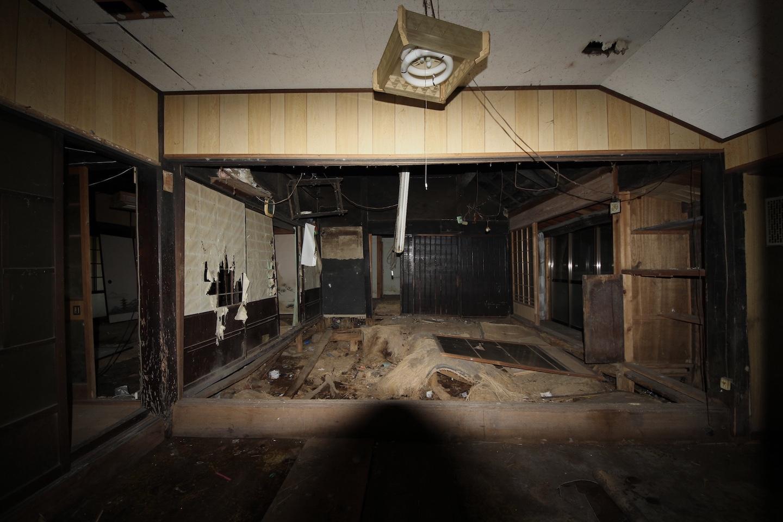 炊事場から見た和室