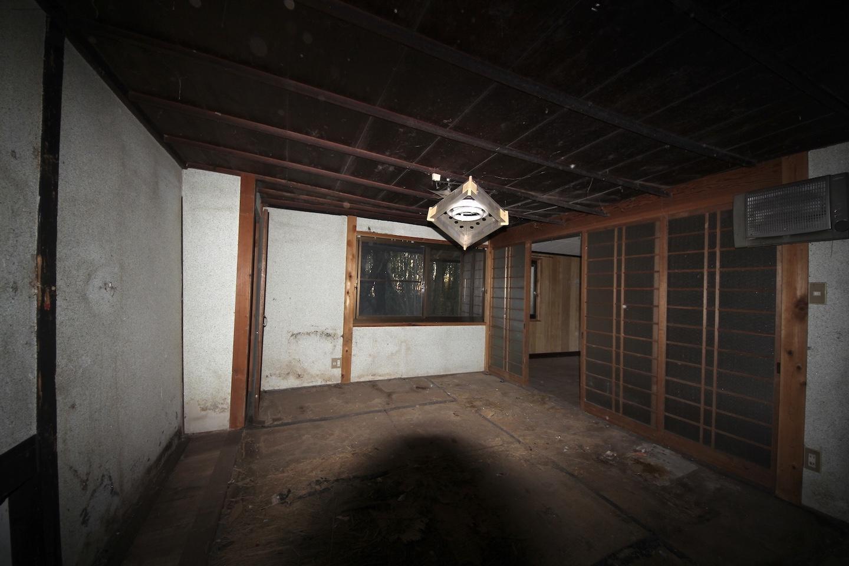 一番奥の和室。正直怖かった。