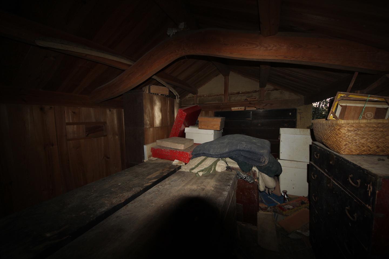裏の蔵2階 残置物