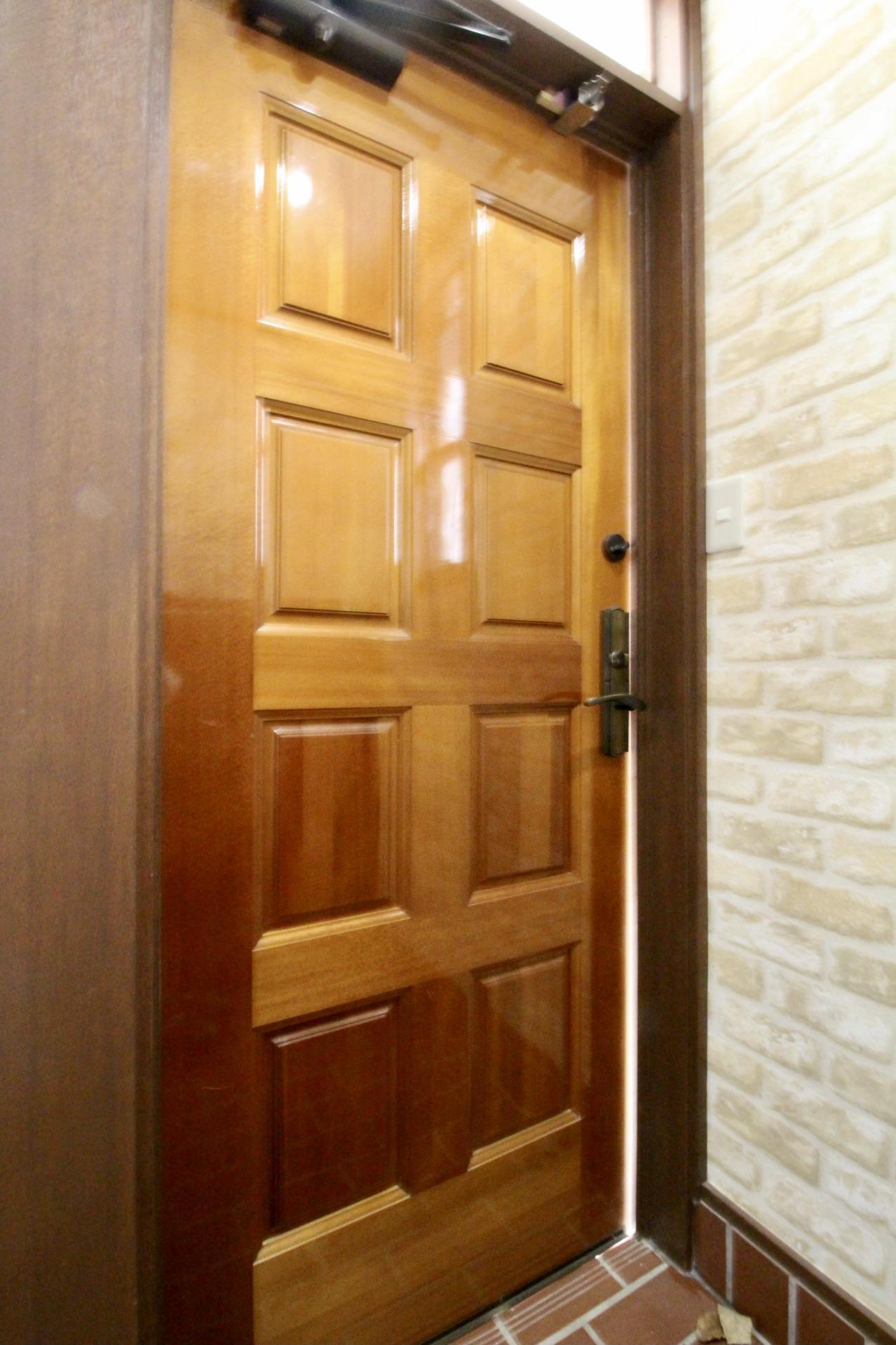 味のある玄関ドア
