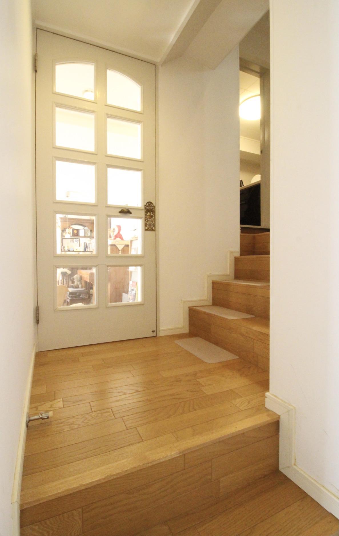 部屋を行き来する階段