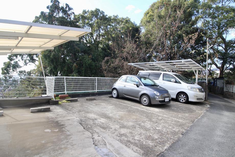 駐車場(屋根なし)
