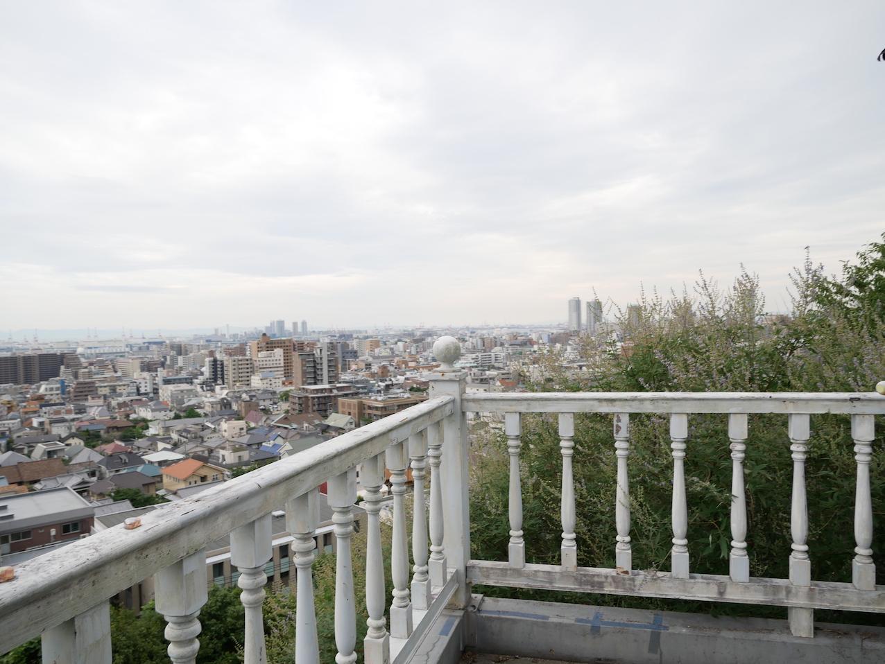 神戸を一望できるバルコニー