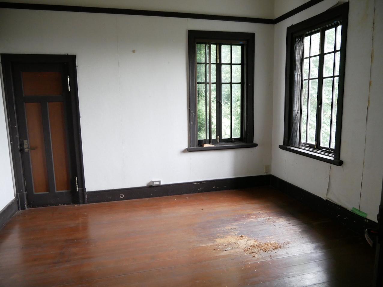 2階洋室 ところどころ補修は必要