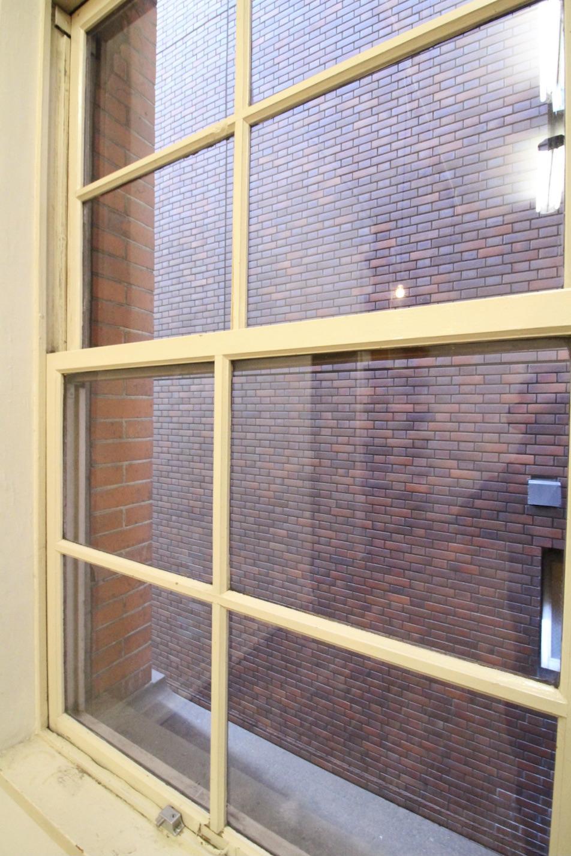 木製サッシの上げ下げ窓(209号室)