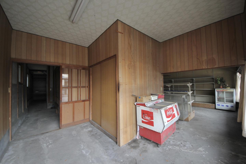 右が店舗部分 左が住居部分と工房部分につながっている