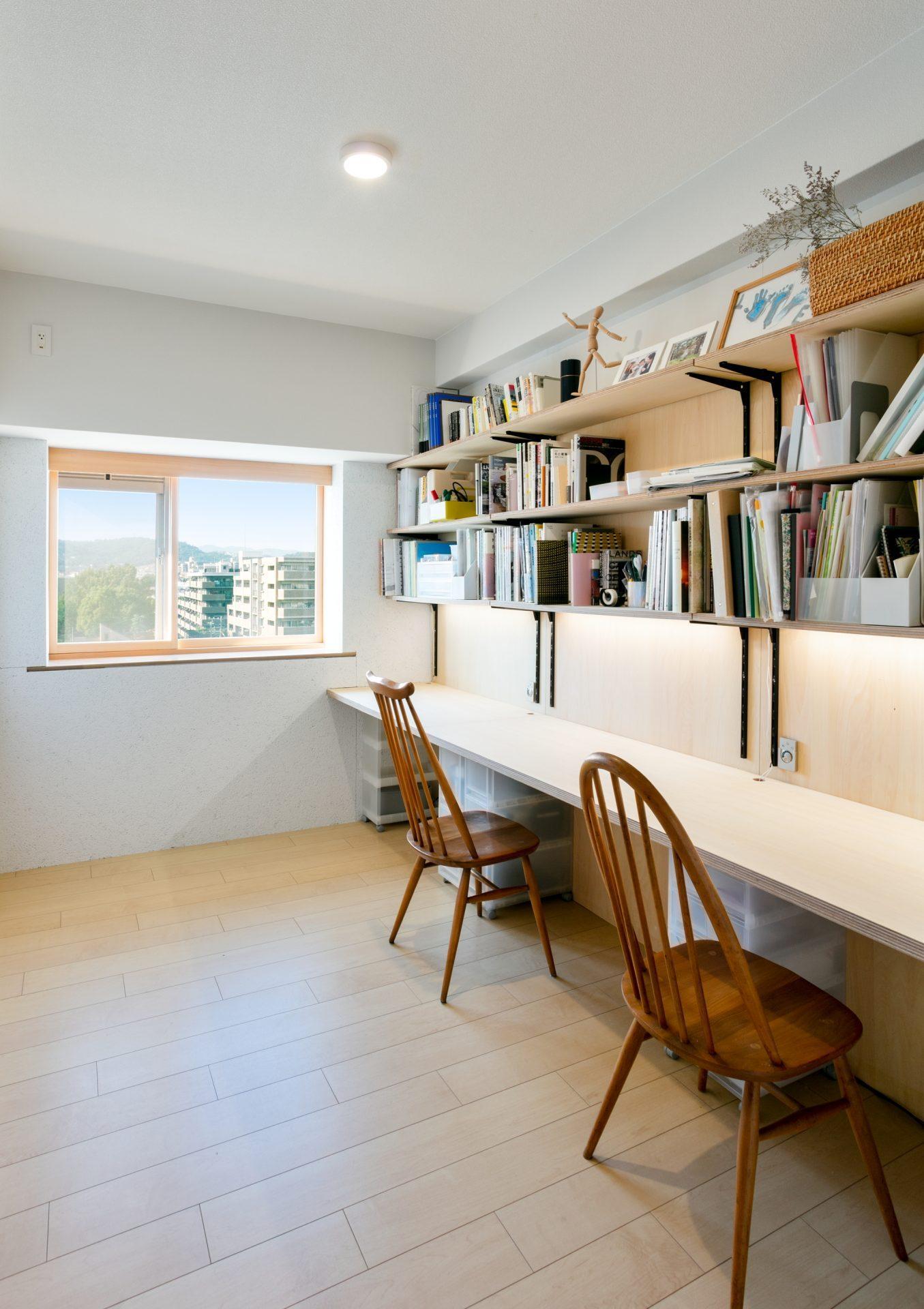 眺望のいい出窓がある東側洋室