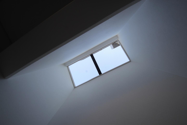 玄関上の天窓