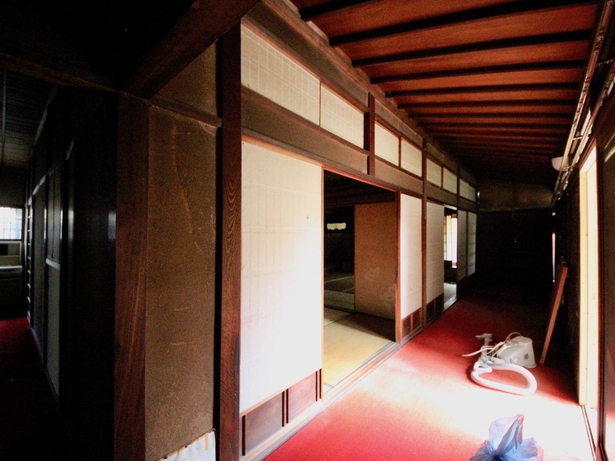 左:廊下 右:縁側