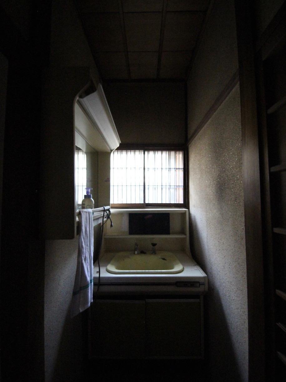 廊下突き当たりに洗面