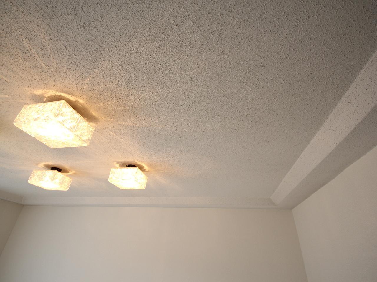 折り下げ天井が空間にリズムを与えています