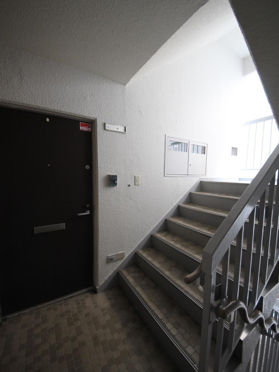 階段室から部屋へ入るタイプです