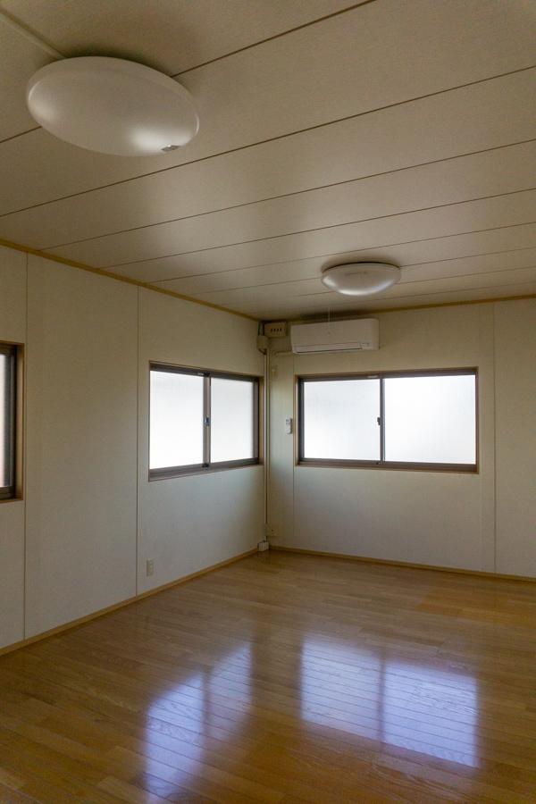 2階部分は一般的な事務所仕様