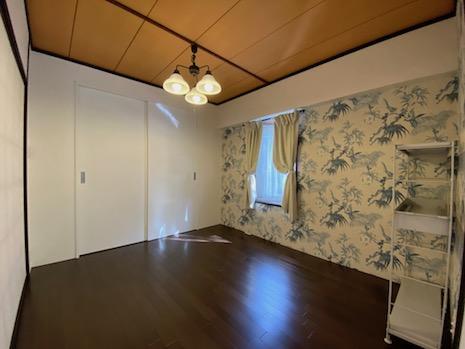 和室は畳→フローリング、押入→クローゼットに改装済。