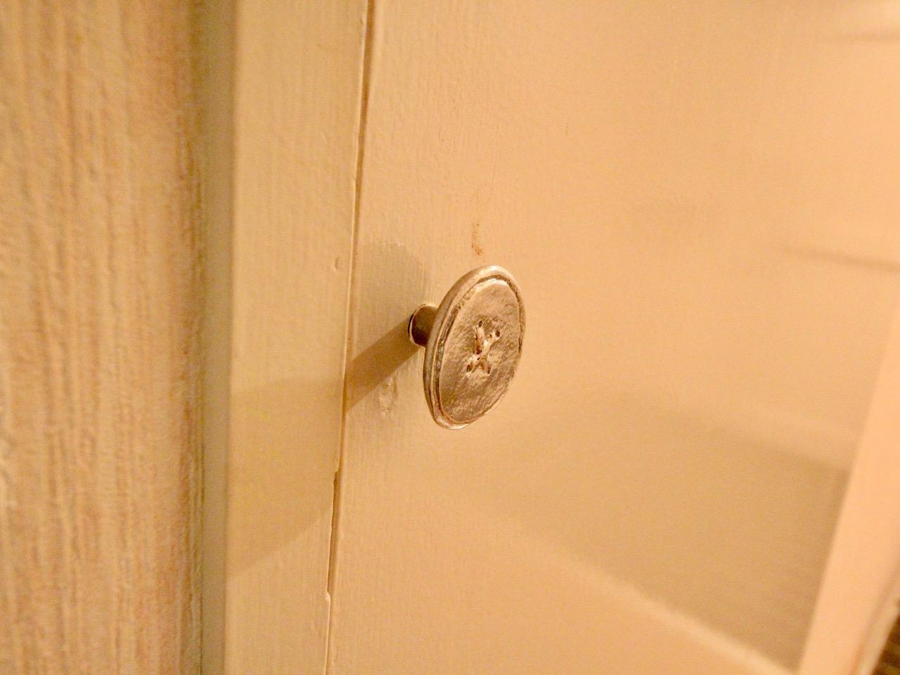 洗面所の扉 指を引っ掛けるタイプの取っ手