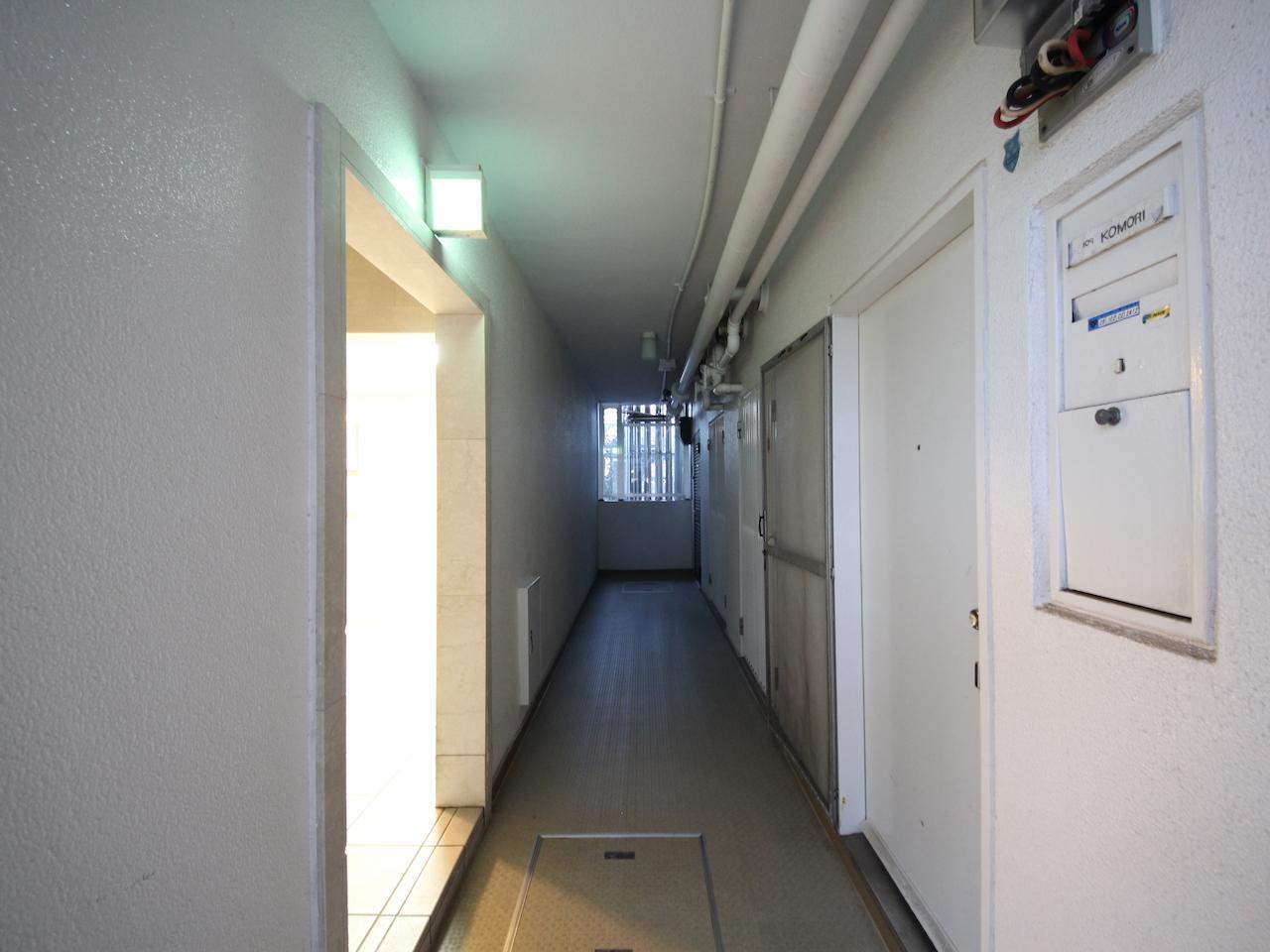 廊下の奥まったところに位置します